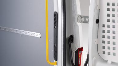 Opel Movano - Uchwyty w drzwiach przestrzeni ładunkowej