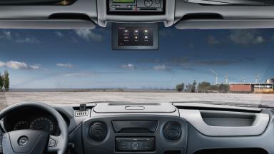 Opel Movano – Magasan elhelyezett színes képernyő