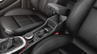 Opel Astra GTC - daudzpusīga viduskonsole