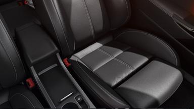 Opel Astra GTC — ergonomiskie sporta sēdekļi