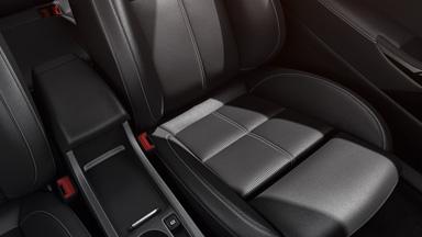 Opel Astra GTC intérieur design sièges sport ergonomiques