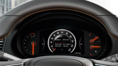 Opel Insignia notchback - Centru de informații pentru șofer cu ecran de 8 inch
