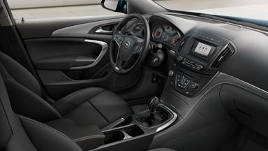 Opel Insignia notchback - R400 cu Bluetooth®