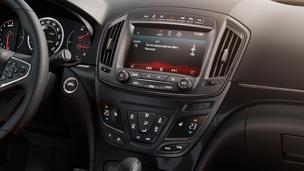 Новый Opel Insignia седан – интуитивный интерфейс и информационно-развлекательная система