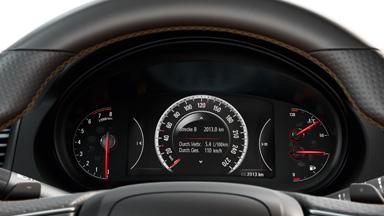 Opel Insignia седан – цифровая приборная панель с 8-дюймовым сенсорным дисплеем